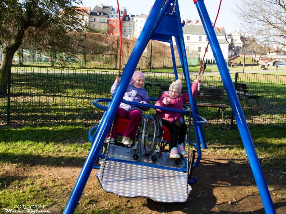 Poważne Zbudowali huśtawkę dla dzieci na wózkach inwalidzkich : Lublin112 DF14