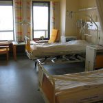 1024px-Hospital_room_ubt