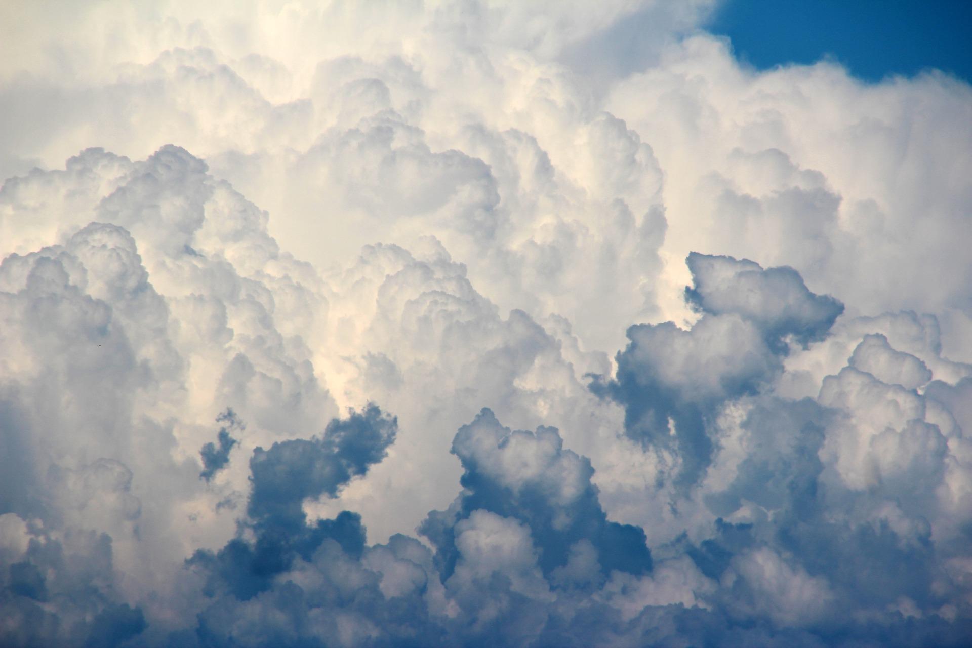clouds-1473311_1920