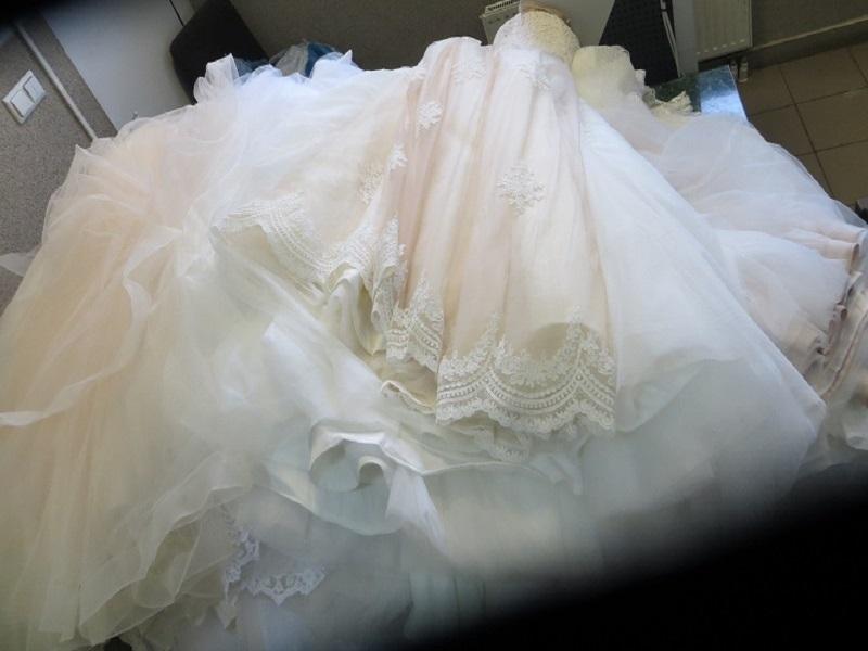 Tylko na zewnątrz Obywatel Ukrainy próbował przemycić suknie ślubne : Lublin112.pl QY59