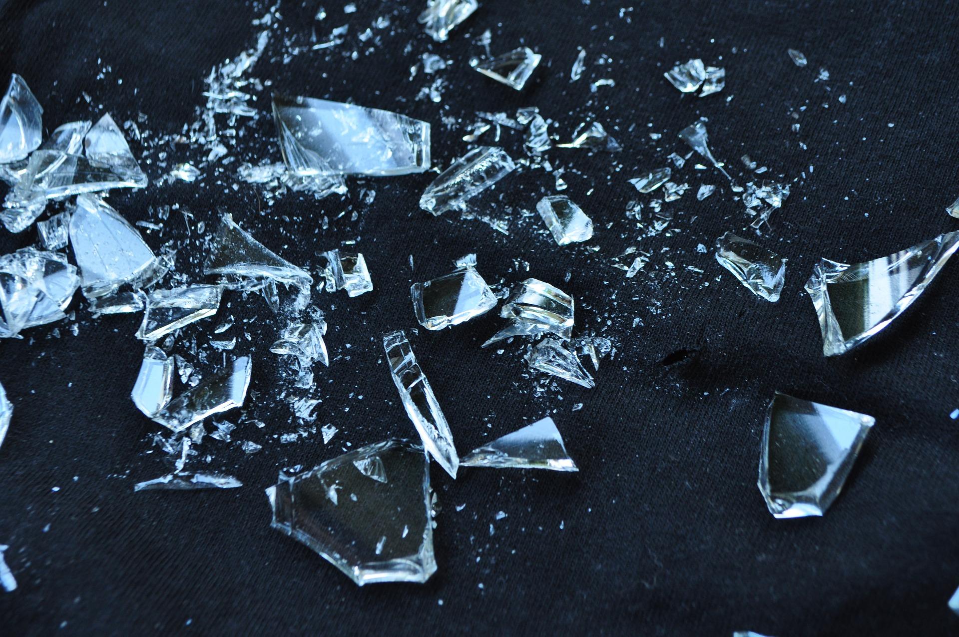 glass-1818065_1920